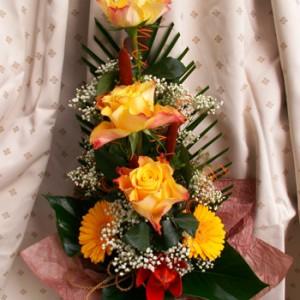 Elegáns csokor sárga rózsával