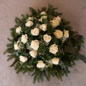 20 szál fehér rózsás temetési koszorú