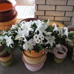 koporsódísz fehér virágokból