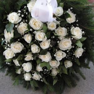 30 szál fehér Rózsa álló koszorú alapban