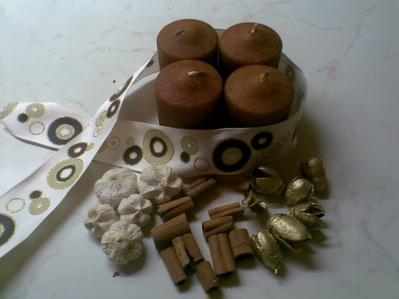 barna-arany adventi koszorú kellékei