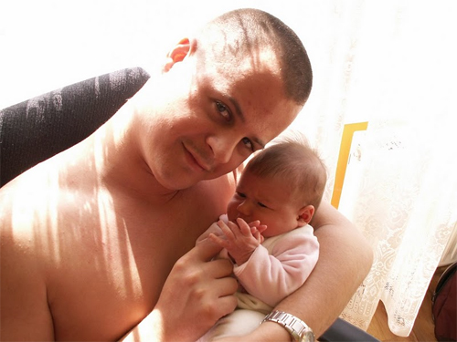 Apa a 2 hónapos Villővel