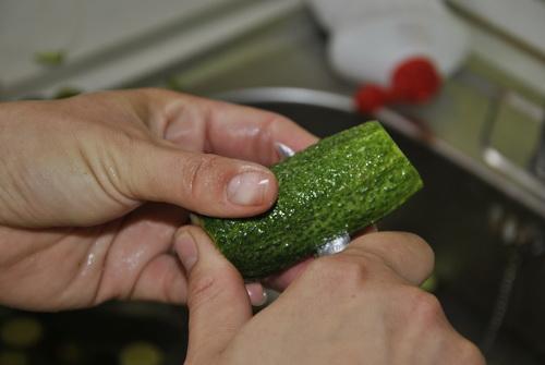 uborka első hosszába vágása