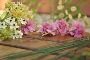rövidebb száróakat és virágfejeket dróttal hosszabítunk
