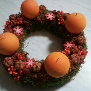 narancs gömb gyertyás adventi koszorú