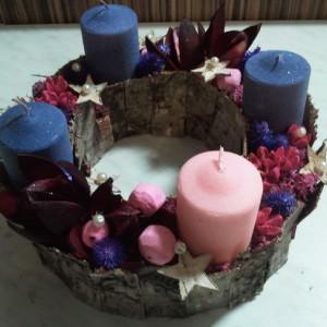 lila rózsaszín adventi koszorú